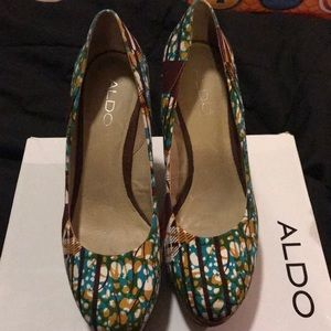 Aldo wedges. great condition!